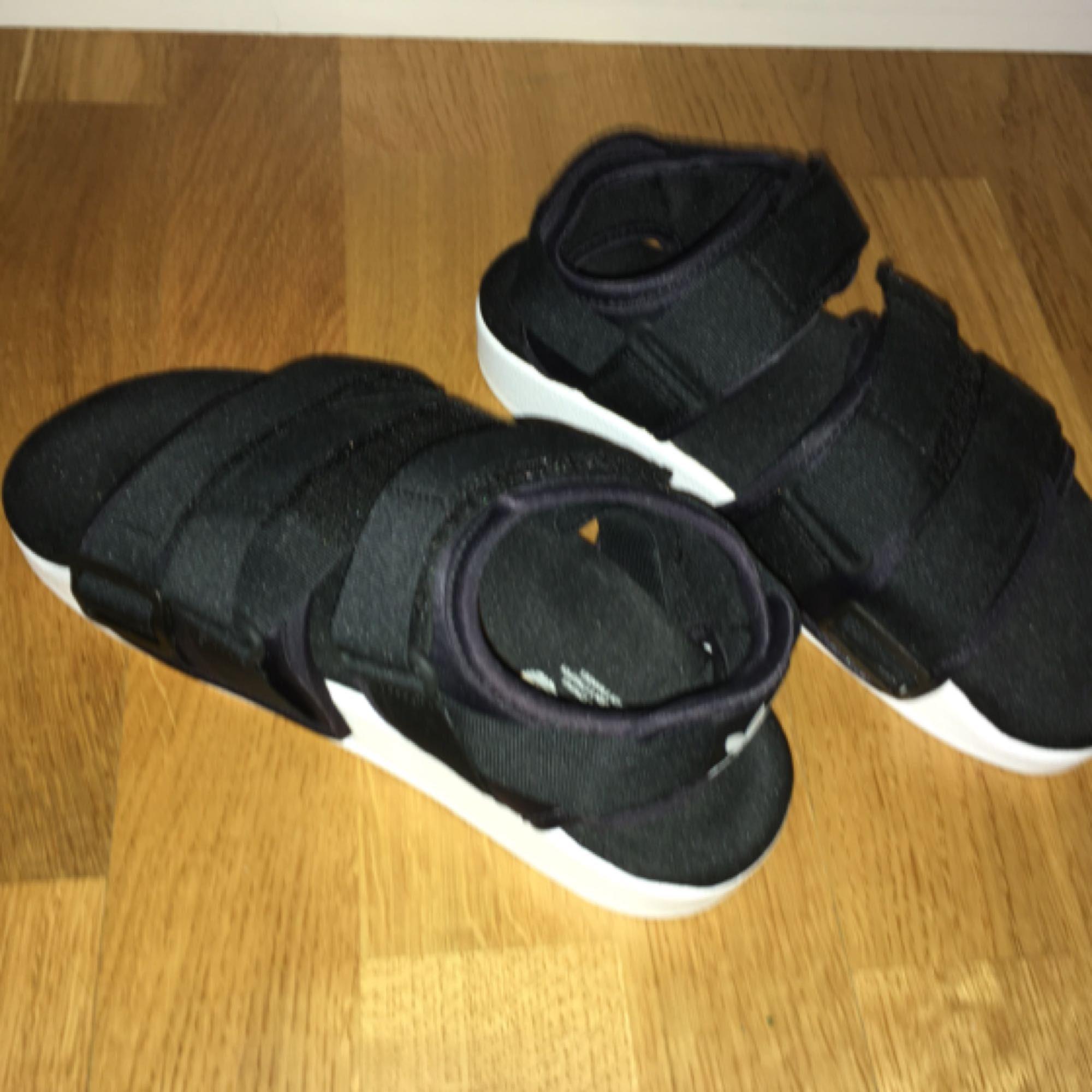 ffc67dbc2c83 Endast för upphämtning i Sthlm. Adidas originals adilette chunky strap  sandal. Aldrig använda! Endast för upphämtning i Sthlm.