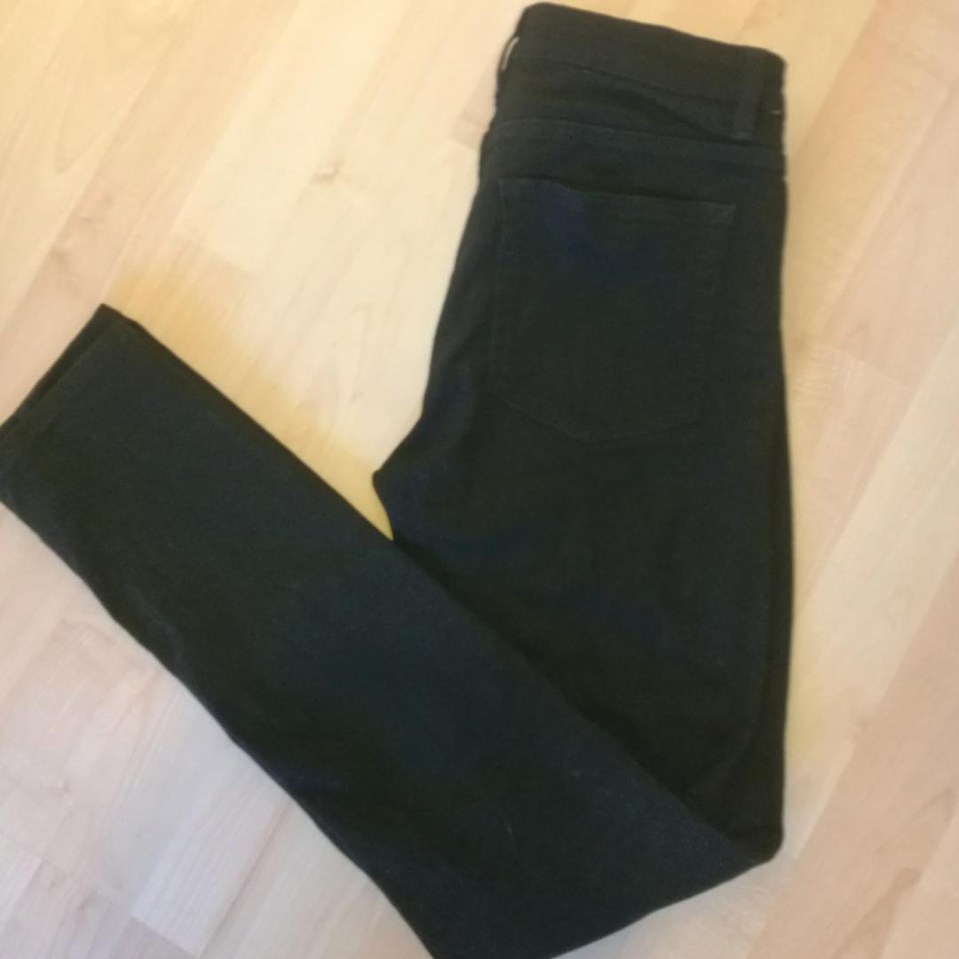Svarta stuprörsjeans från Acne i modellen flex. Strl 26/32, Sparsamt använda, fortfarande i nyskick färgmässigt och i passform. Frakt tillkommer. . Jeans & Byxor.