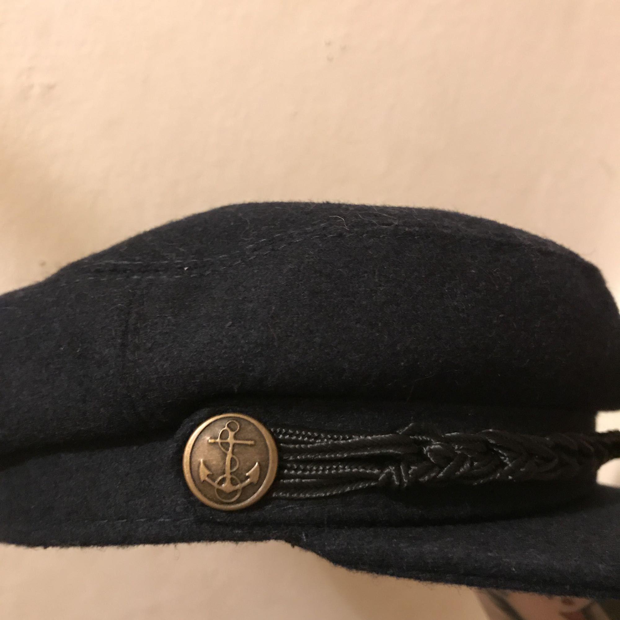 oanvänd mörkblå emilmössa från - Accessoarer - Second Hand 00401fead1056