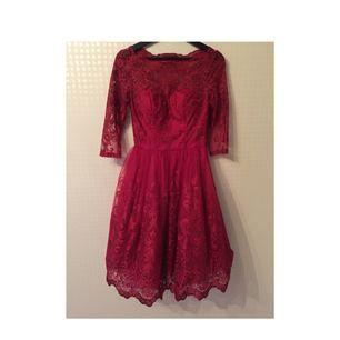 Super fin röd klänning. Använd en gång