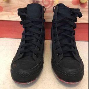 Chuck Taylor All Star Lux Snygga svarta sneakers Klackhöjd 8 cm  Oanvända!!