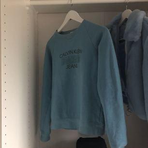 Vintage Calvin Klein sweatshirt köpt i London. Köparen står för frakt
