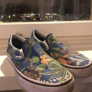 Snygga skor från vans med djungelbokenmotiv. Limited edition!