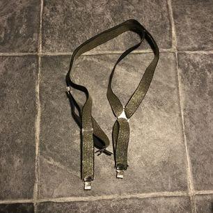 2 olika hängslen. Bra skick kontakta mig om du bara vill ha ett par, Swish går bra köpare står för frakt