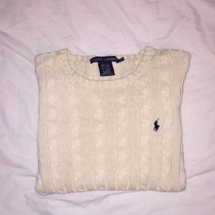 Säljer en Ralph Lauren tröja i storlek M, men passar även mig som brukar ha storlek S.