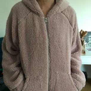 Jätte mysig tröja från ginatricot säljer för jag aldrig använder!!