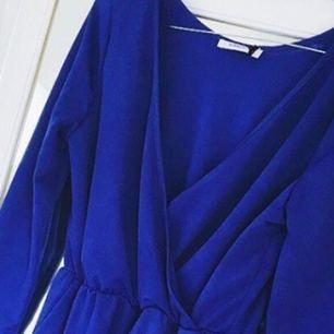 Plaza jumpsuit Blue från americandreams. Använd en gång. Jätte bra skick.  Pris kan variera 😁