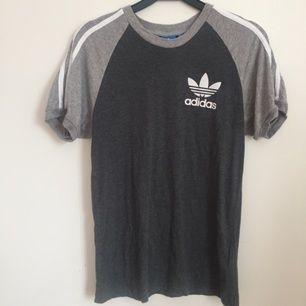 T-shirt från Adidas, använd endast ett fåtal gånger, säljs då den inte passar mig