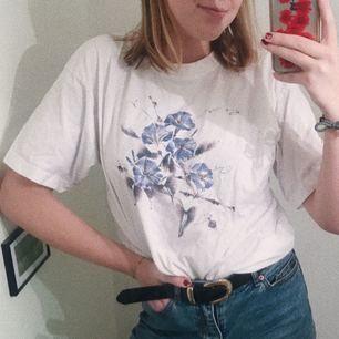 JÄTTEsnygg t-shirt med tryck, köpt vintage!!