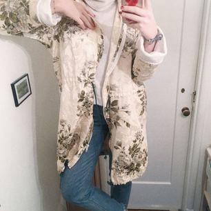 JÄTTEJÄTTEsnygg kappa!! Världens finaste verkligen men jag måste ha plats i min garderob! :)