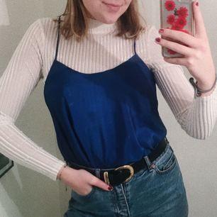 JÄTTEsnyggt blått linne att t.ex ha över t-shirts och andra tröjor!!!