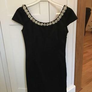 Oanvänd klänning, köpt på Nelly.com. Storlek 36
