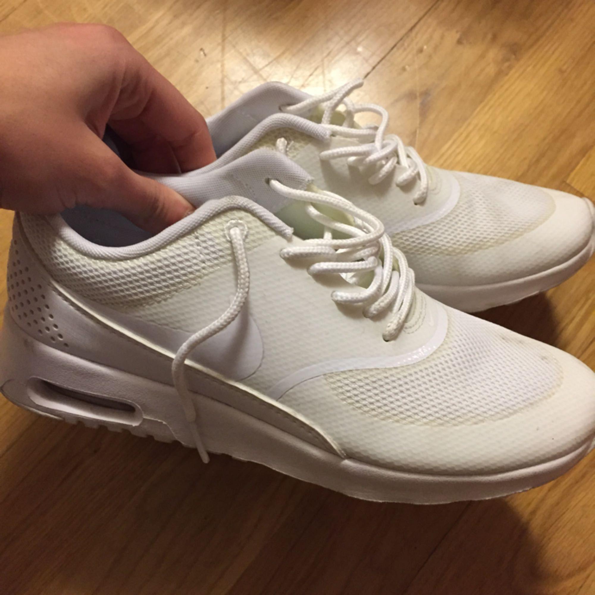finest selection 5eb9d fad94 Vita nike skor, storlek 37,5. Bra skick, säljs för 300kr.