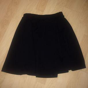 Söt kort kjol från bikbok