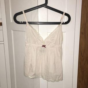 Baby-rosa linne från Odd Molly i stl 1 (motsvarar ungefär xs). Oanvänd.