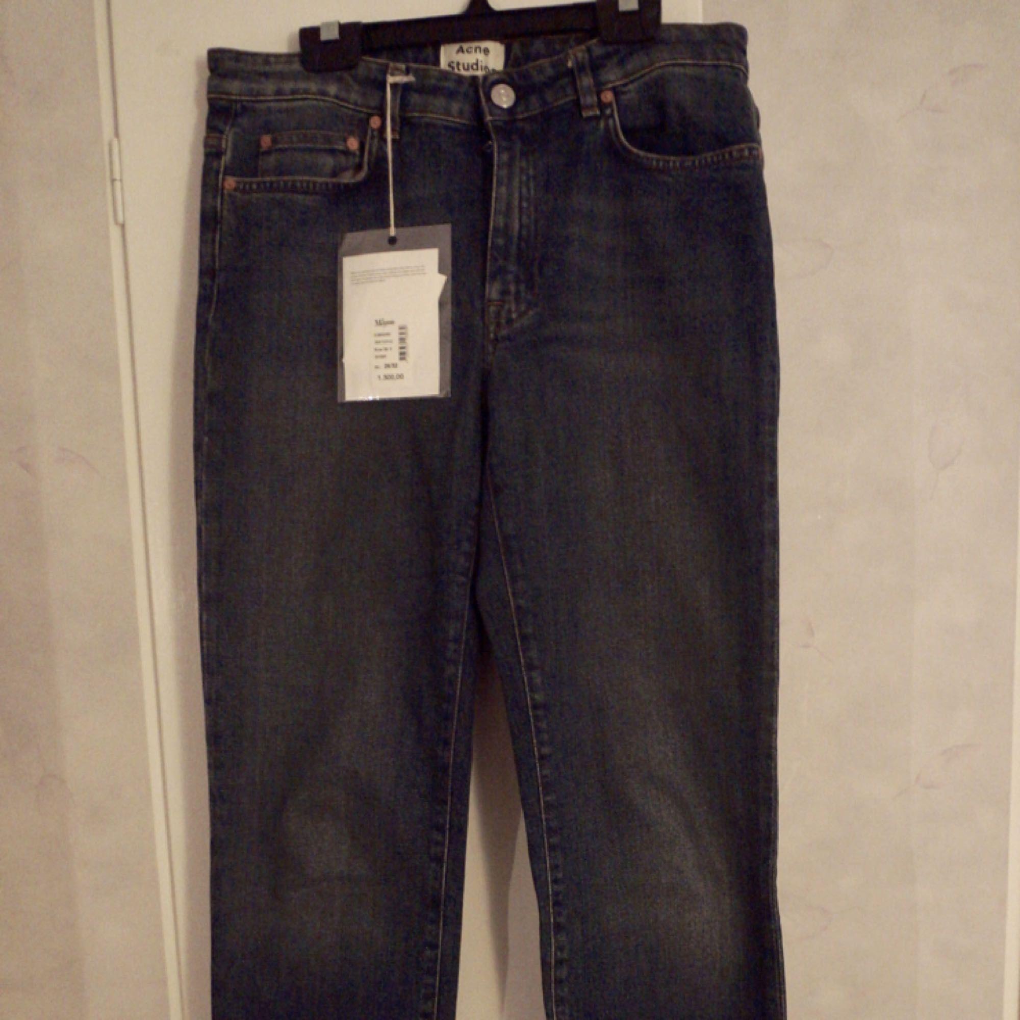 Jättefina och helt nya jeans från Acne i modellen