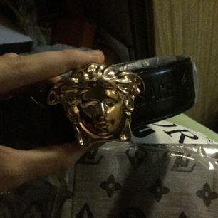 Versace skärp 300+frakt50kr