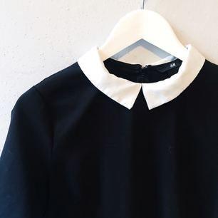 Blus från H&M i storlek 36 säljes för 50kr, frakt tillkommer. Betalning sker via swish.