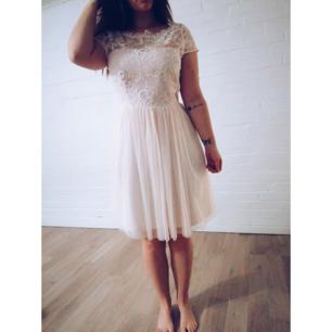 Supersöt klänning som jag säljer då den tyvärr blivit för stor för mig. 🌸