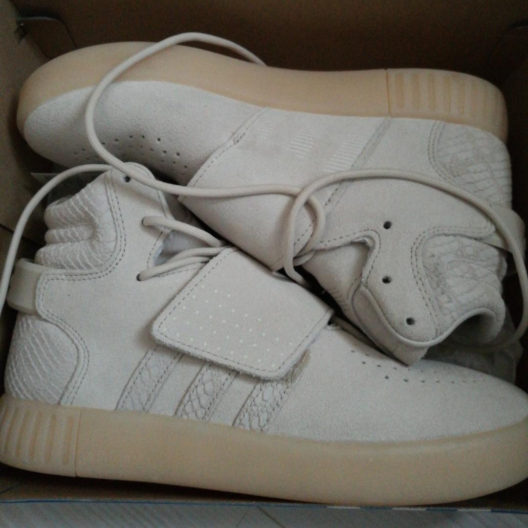 50e31a94f67 Helt helt nya oanvända adidas tubular invader strap J, beiga sneakers!