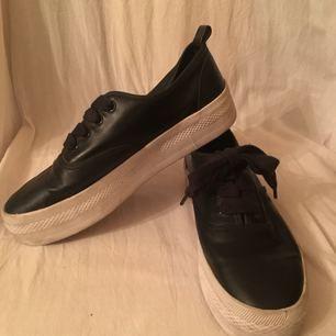 Praktiskt taget nya skor (använda 3-4ggr) från h&m.  Finns att hämtas på Lidingö eller kan mötas upp i stan.