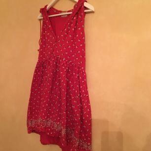 Söt klänning med luva från Chevignon girl, lady western