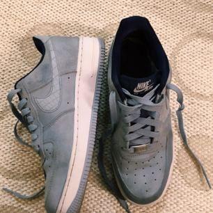 Nike Air Force 1, använda 2 gånger. Säljer eftersom de är snäppet för små för mig! Har storlek 39-40 i vanliga fall.
