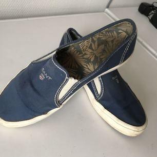 Gant skor, väl använda men har mycket kvar att ge. Pris kan diskuteras. Köparen står för frakt. Stl.38