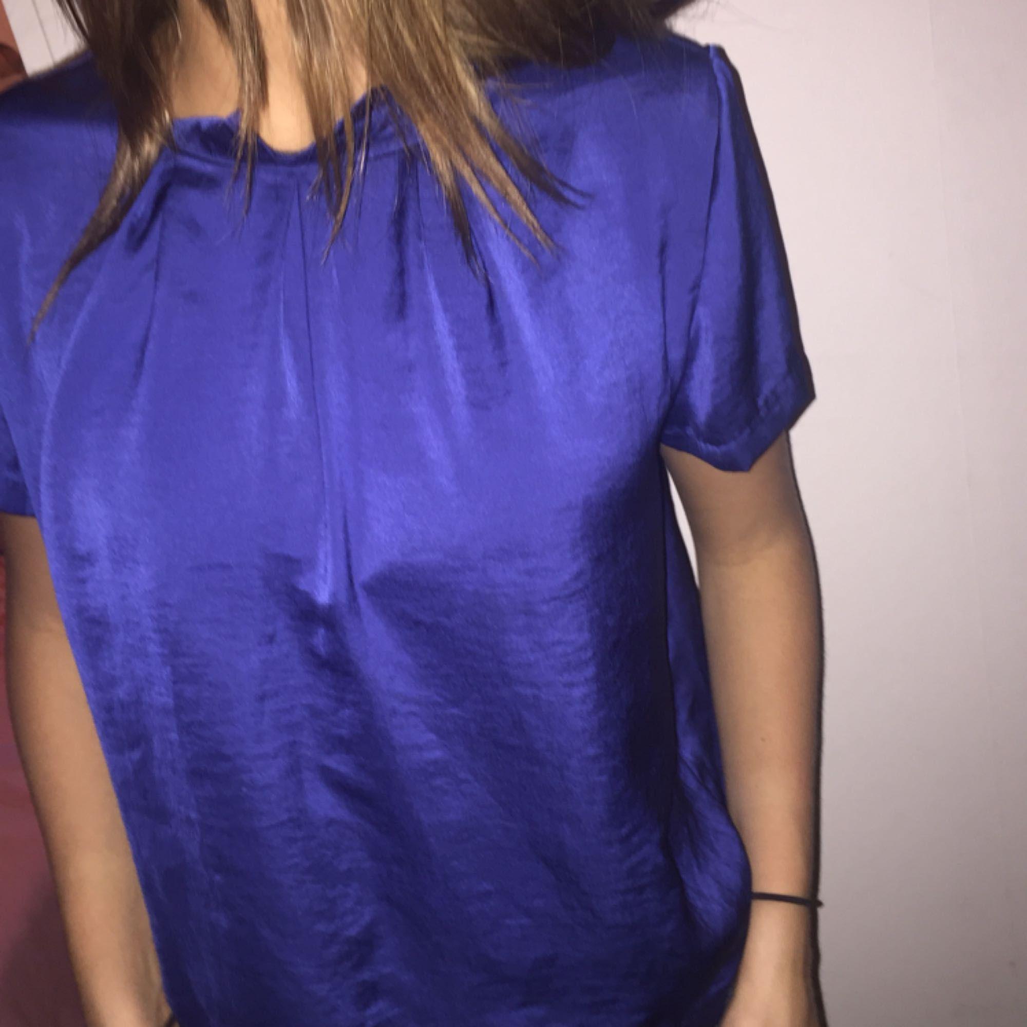 En superfin kortärmad blus med en utstickande färg. Har fått supermycket  komplimanger när jag haft 9f548d5f7c53e