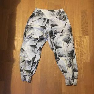 Sweaty Betty brand cropped sweat pants. Super soft lovely fabric.
