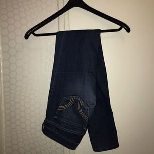 Hollister jeans i strl 27, low waist.
