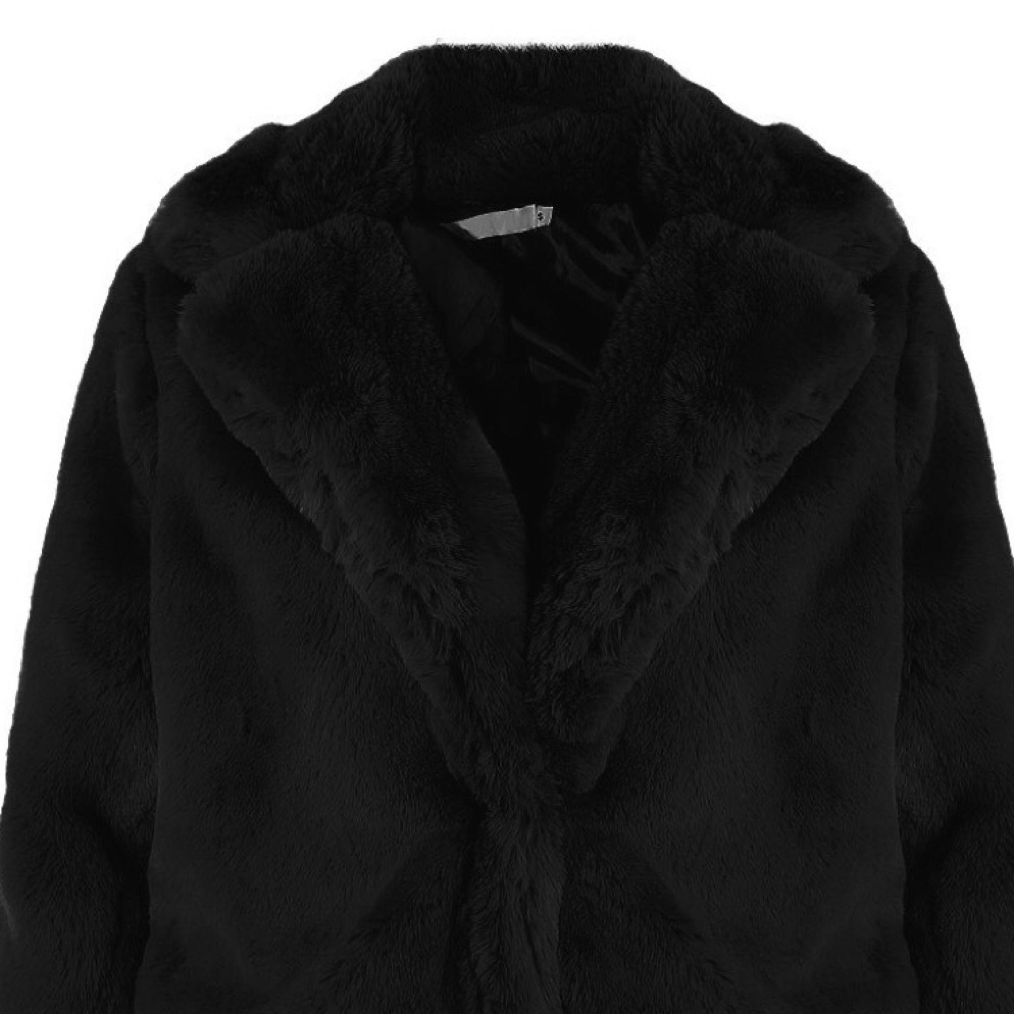 Söker efter denna Teddy-jacka från jfr eller liknande! Om någon har den köper jag gärna. Jackor.