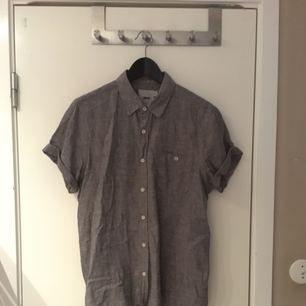 Skön skjorta i linen och bomull!! Köpt på ASOS! Bra skick! Köparen står för frakten✨