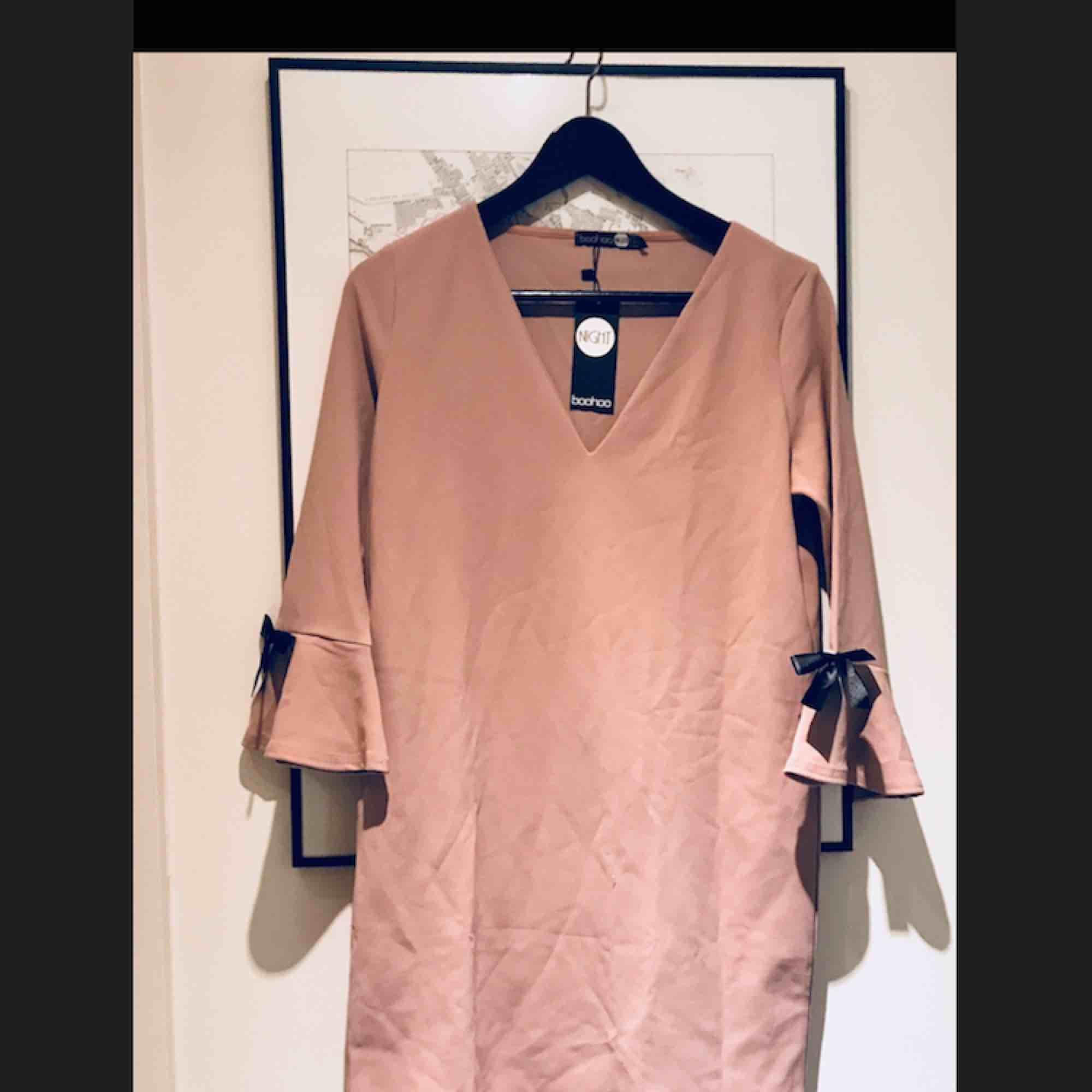 Långärmad klänning i fin rosa färg. Säljer då den inte riktigt är min ... cf9280eea7c58