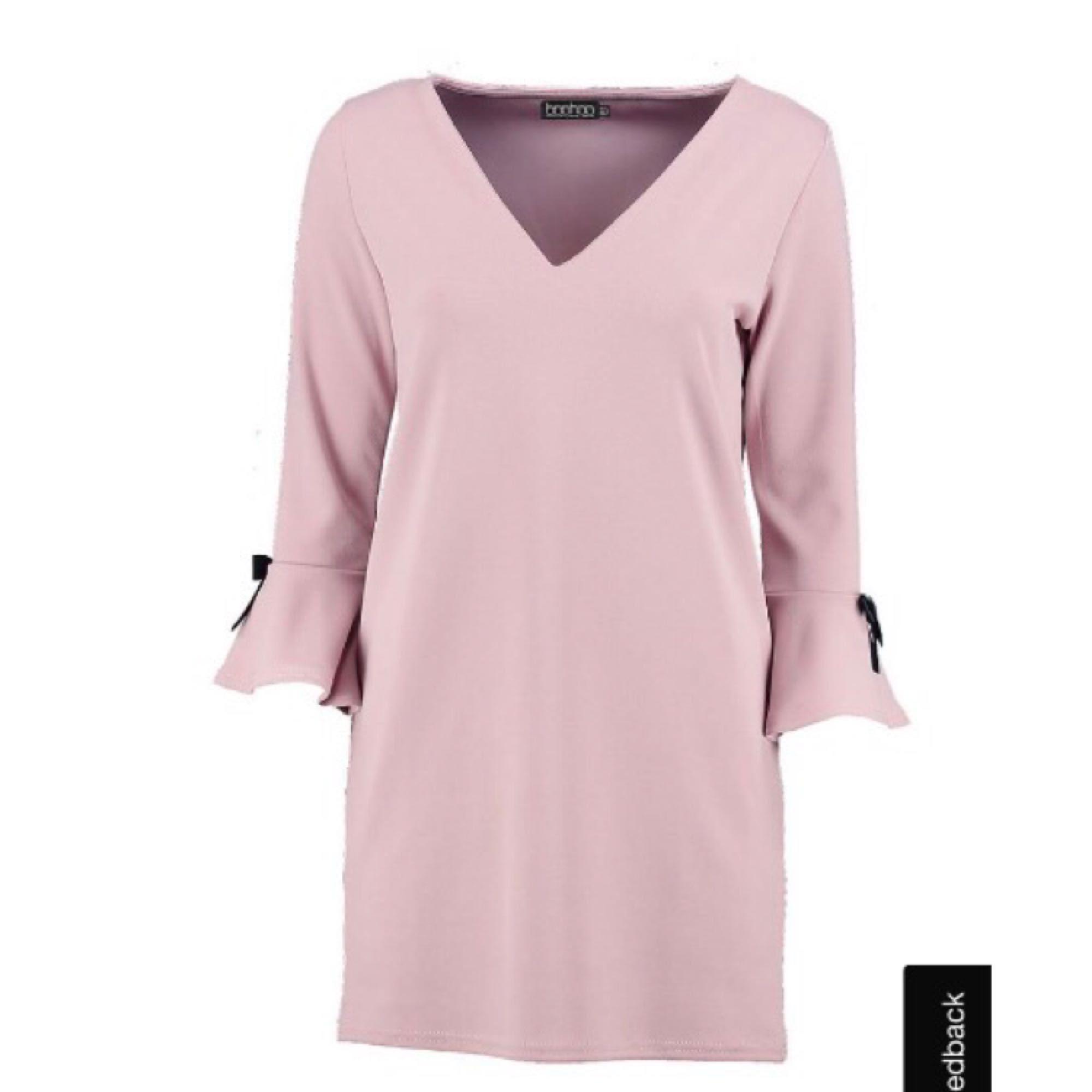 Långärmad klänning i fin rosa färg. Säljer då den inte riktigt är min 9f03f7ab39a9d