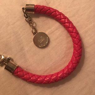 Snö of sweden armband i rosa läder.
