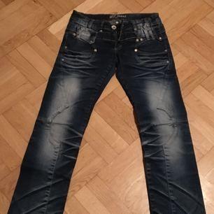 Nya jeans 28/30