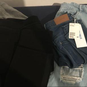"""• Grå """"träningsbyxor"""" från Twintip, storlek M • Svarta byxor, från H&M, storlek 36 • Ljusblå boyfriend jeans med hål, från Noisy May, storlek W26 L36 (S/M) helt ny • Blå jeans, high waist, super stretch, från H&M, storlek 26/30 (S) helt ny  Fler bilder? Instagram: ckloec Snapchat: ckloec"""