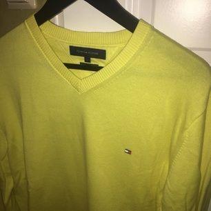 En oanvänd Tommy Hilfiger tröja