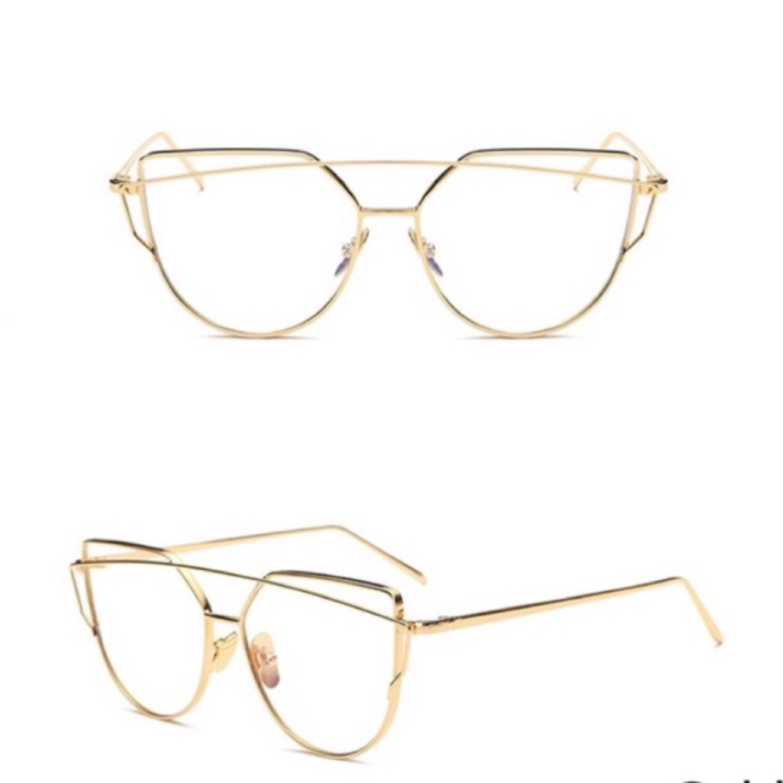 Skit snygga glasögon utan styrka! Köparen står för frakten eller så kan vi  mötas upp ... bacbd1075140a