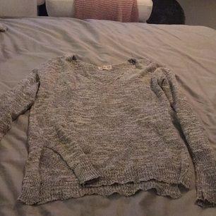 Fin stickad tröja från hollister! Sparsamt använd! Säljes pga fel storlek