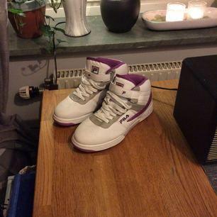 Helt oanvända Fila skor i storlek 38