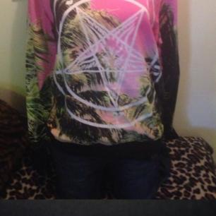 Helt oanvänd sweatshirt från märket killstar .