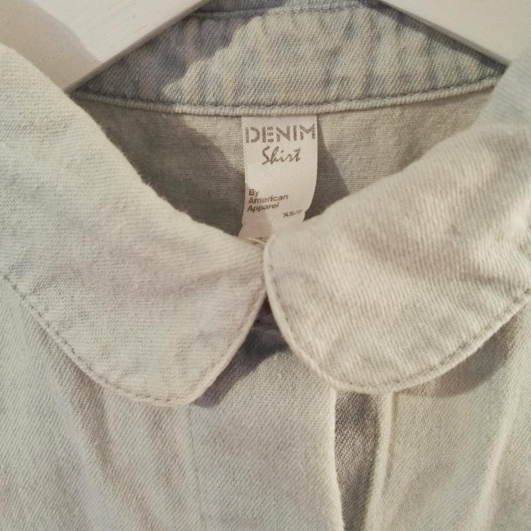 Superfin jeanstopp från American apparel! Som i nyskick. Den fina kragen passar jättebra under en lite tjockare tröja. Den är i lite tunnare jeanstyg så den stör inte under andra kläder. . Toppar.