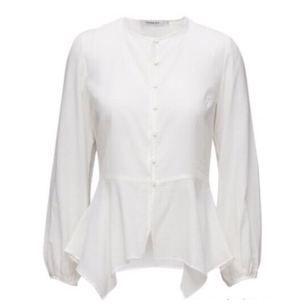 9501e9710867 Romantisk blus från Rodebjer i skir bomull. Säljes i oanvänt skick. Nypris  1799kr.