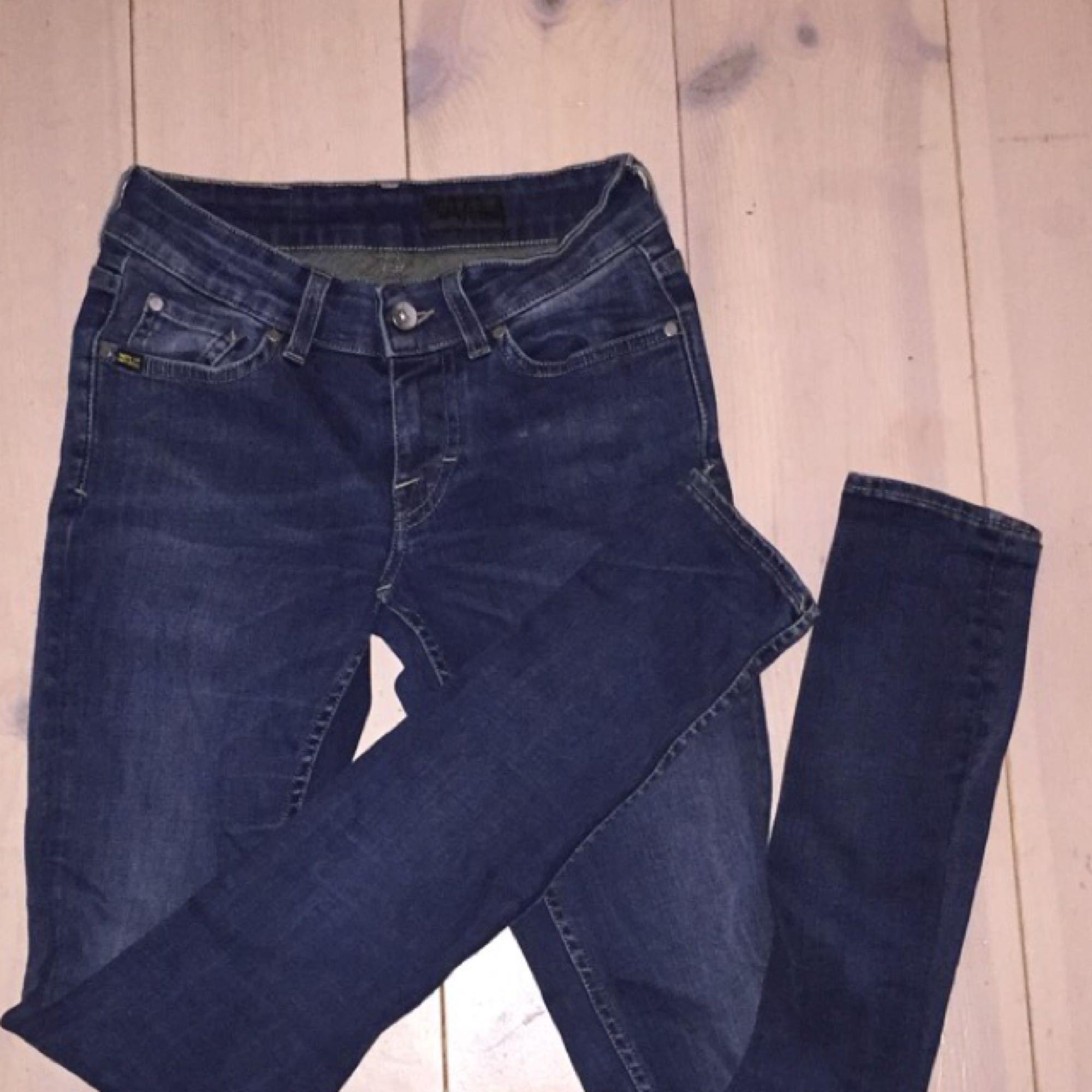 Jeansen är från tiger of sweden och är i mycket bra skick. Modellen har låg  ... ad020772bccfe