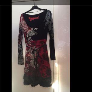 Jättefin klänning med häftiga färger