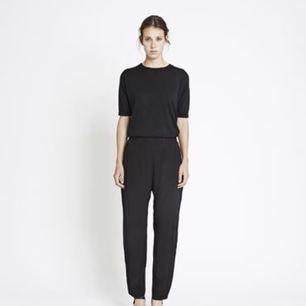 Super sköna svarta byxor från märket Samsøe. Hög midja. Storlek XS.  Stretchiga, passar även S.