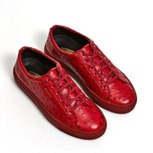 """Sneakers/skor från märket Axel Arigato i rött med """"prickar"""". Använda extremt få gånger och är väldigt bra skick, som nya. Storlek 38"""