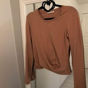 Jättefin tröja från Zara med detalj framme. Använd 1 gång